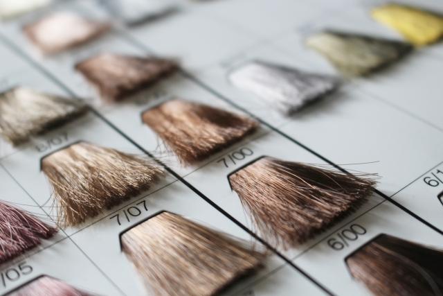 髪と頭皮に優しいダメージが少ない種類豊富なカラー剤